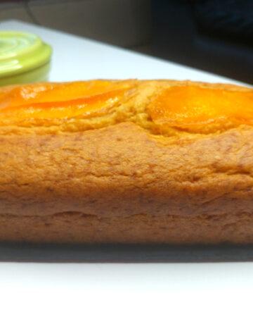 עוגת מנגו בחושה וטבעונית